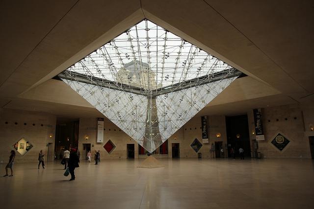 pl4_pyramide_inversee